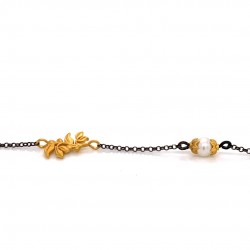 Bracelet with chain, adorned with a pearl and motif Olive branch