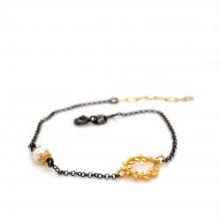 Bracelet with chain, adorned with a pearl and motif Wreath