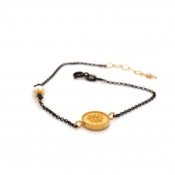 Bracelet with chain, adorned with a pearl and motif Vergina Sun