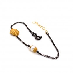 Bracelet with chain, adorned with a pearl and motif Hamsa hand