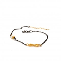 Bracelet with chain, adorned with a pearl and motif Infinity