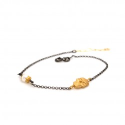 Bracelet with chain, adorned with a pearl and motif Skull