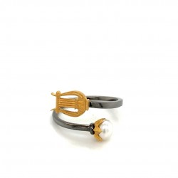 Silver ring with two platings, pearl and motif Lyra