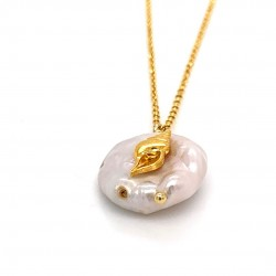 Chain necklace with a mother of pearl and silver motif Shell