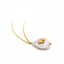 Chain necklace with a mother of pearl and silver motif Butterfly