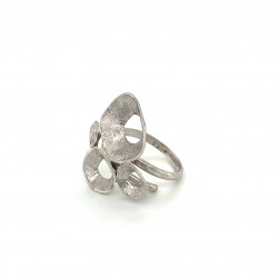 Ring made from sterling silver with shell organic shape, rhodium plated, clover