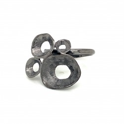 Ring made from sterling silver with shell organic shape , black rhodium plated, clover