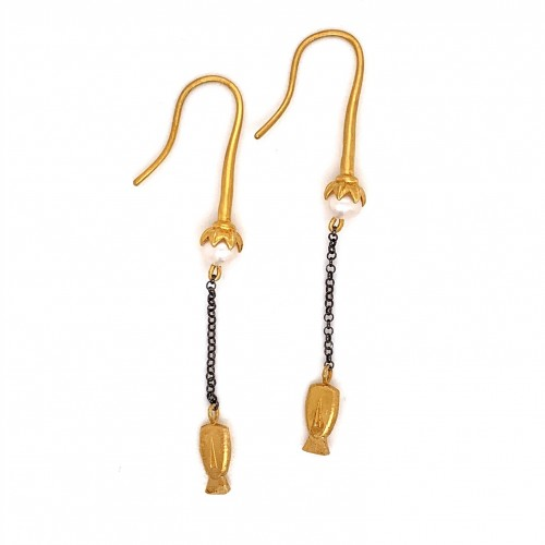 Dangling chain earrings with motif Eidolio