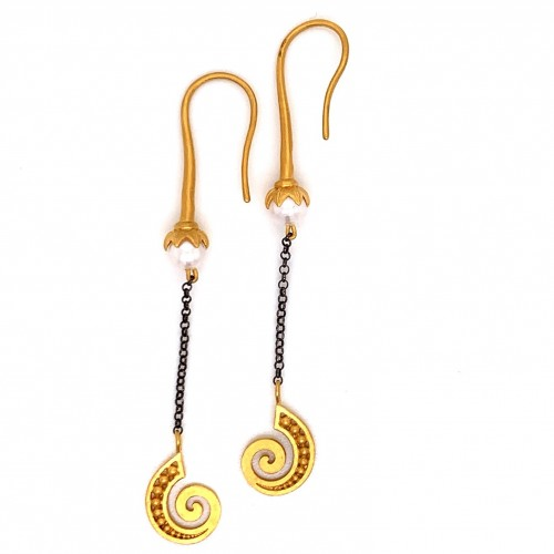 Dangling chain earrings with motif Speira