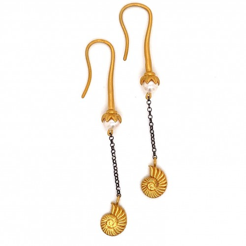 Dangling chain earrings with motif Naytilos