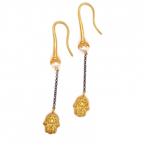 Dangling chain earrings with motif Hamsa