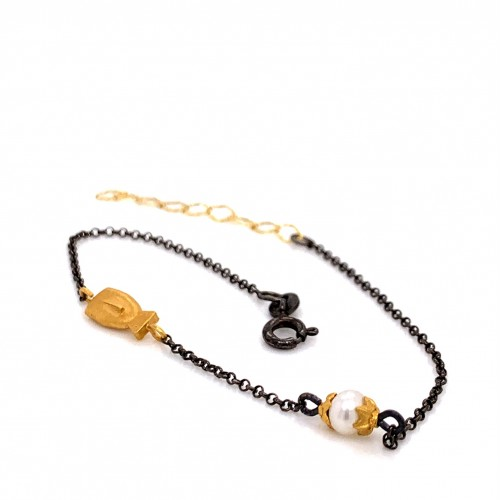 Bracelet with chain, adorned with a pearl and moti...