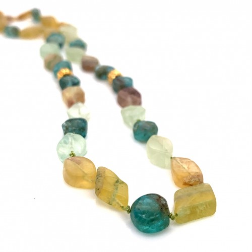 Fluorite knotted necklace with 18K gold elements