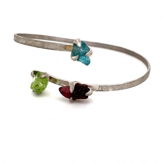 Nairobi silver bracelet with rough Amethyst, Apatite and Peridot stone