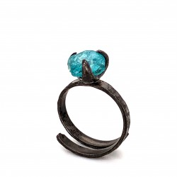 Ring with rough apatite, nairobi collection, black