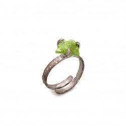 Ring with rough peridot, nairobi collection