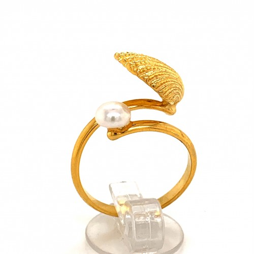 Shell ring with fresh water pearl from 925 sterlin...
