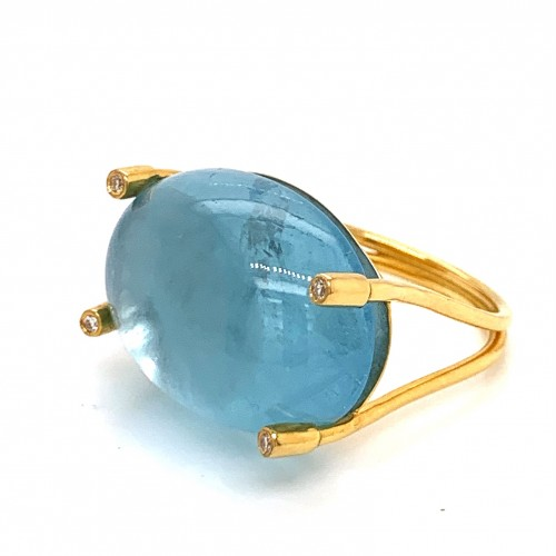 k14 gold ring with Aquamarine and 4 brilliants