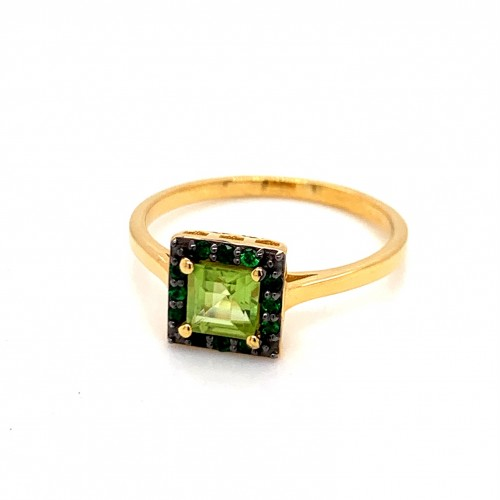 k14 gold ring with a square rosette with Peridot a...