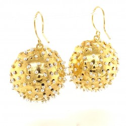 Goldplated earrings of a hollow bezel with mobile semiprecious stones black spinel