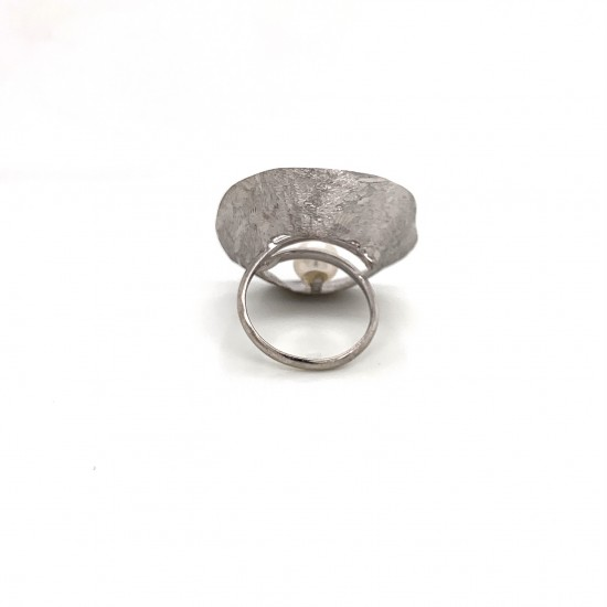 Ring made from sterling silver with shell organic shape , rhodium plated, xl
